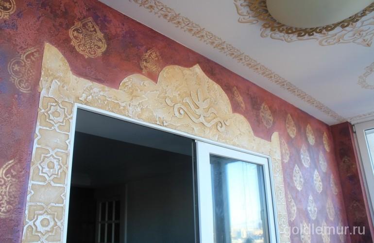 Декоративная штукатурка с орнаментом на балконе