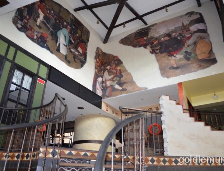 Искусственная фреска в ресторане пивоварне «Друзья»