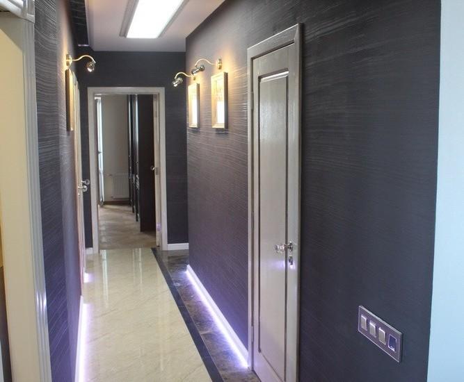 Декоративная штукатурка — 60 оттенков серого в коридоре