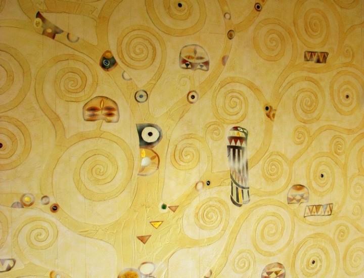 Рельеф в комнате частного дома — Древо