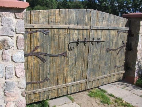 Въездные ворота с кованными элементами
